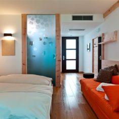 Camera con divano - Agriturismo biologico Polisena