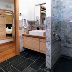 Bagno con doccia in camera - Agriturismo biologico Polisena