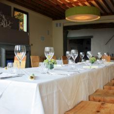 Agriturismo Polisena - Sala Panoramica con tavolo preparato per cerimonie