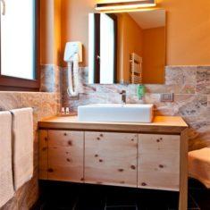 Bagno con doccia nella suite - Agriturismo biologico Polisena